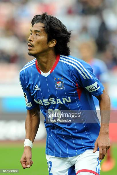 Yuji Nakazawa of Yokohama FMarinos in action during the JLeague match between Nagoya Grampus and Yokohama FMarinos at Nissan Stadium on November 10...