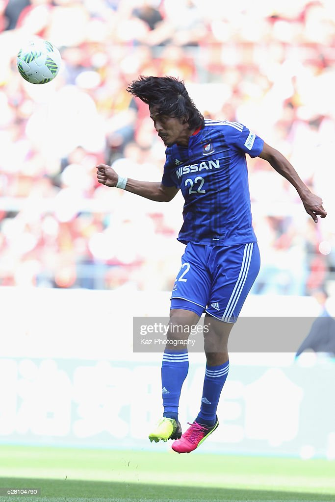 <a gi-track='captionPersonalityLinkClicked' href=/galleries/search?phrase=Yuji+Nakazawa&family=editorial&specificpeople=537311 ng-click='$event.stopPropagation()'>Yuji Nakazawa</a> of Yokohama F.Marinos in action during the J.League match between Nagoya Grampus and Yokohama F.Marinos at the Toyota Stadium on May 4, 2016 in Toyota, Aichi, Japan.