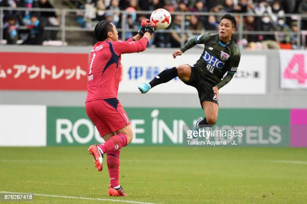Yuji Ono of Sagan Tosu and Takuo Okubo of FC Tokyo compete for the ball during the JLeague J1 match between Sagan Tosu and FC Tokyo at Best Amenity...