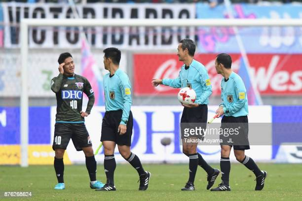 Yuji Ono of Sagan Tosu protests to match officials during the JLeague J1 match between Sagan Tosu and FC Tokyo at Best Amenity Stadium on November 18...