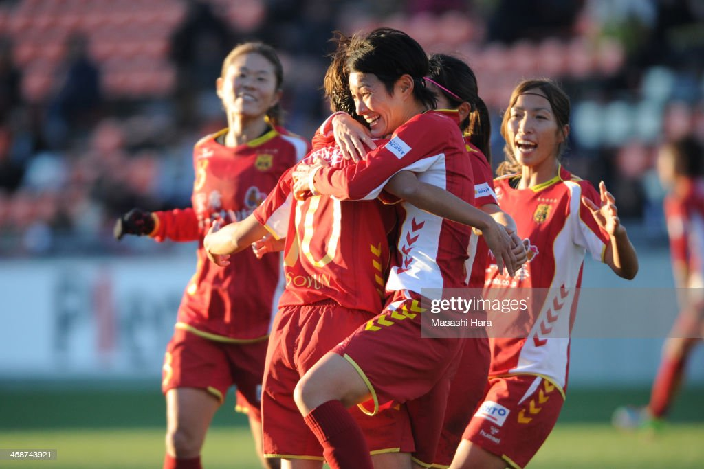 INAC Kobe Leonessa v Iga FC Kunoichi - 35th Empress Cup Semi-Final Round