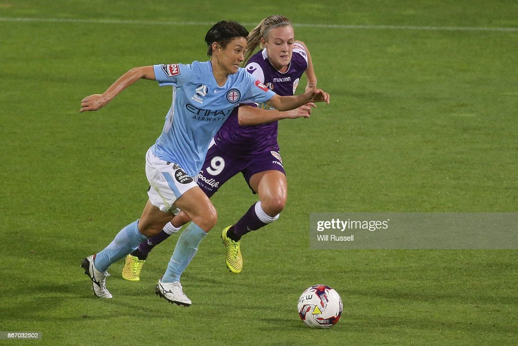 Yukari Kinga of Melbourne City runs with the ball under pressure from Rachel Hill of the Glory during the round one W-League match between the Perth Glory and Melbourne City FC at nib Stadium on October 27, 2017 in Perth, Australia.
