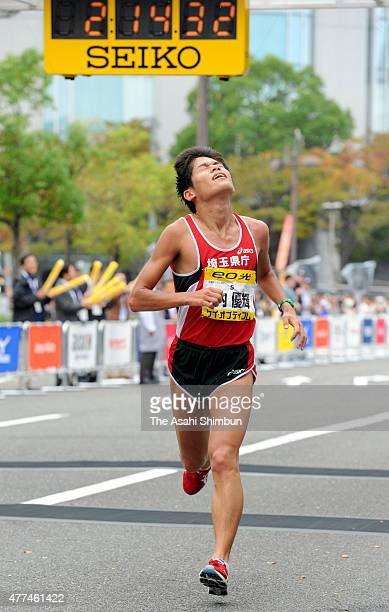 Yuki Kawauchi of Japan crosses the finishing line as fourth during the Osaka Marathon 2011 on October 31 2011 in Osaka Japan