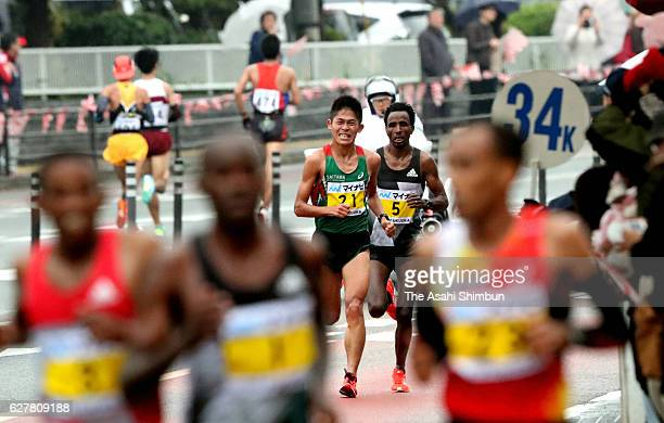 Yuki Kawauchi of Japan delays from leaders in the Fukuoka International Marathon on December 4 2016 in Fukuoka Japan
