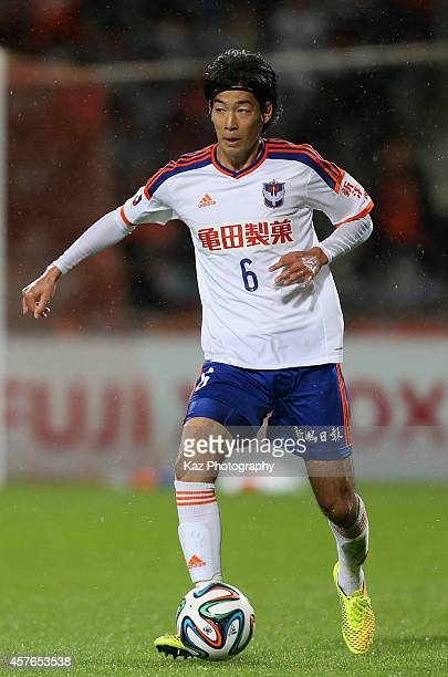 Yuki Kobayashi of Albirex Niigata in action during the JLeague match between Shimizu SPulse and Albirex Niigata at IAI Stadium Nihondaira on October...