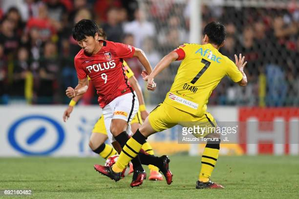 Yuki Muto of Urawa Red Diamonds and Hidekazu Otani of Kashiwa Reysol compete for the ball during the JLeague J1 match between Kashiwa Reysol and...