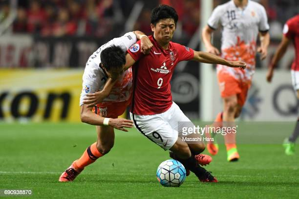 Yuki Muto of Urawa Red Diamonds and Kim Wonil of Jeju United FC compete for the ball during the AFC Champions League Round of 16 match between Urawa...