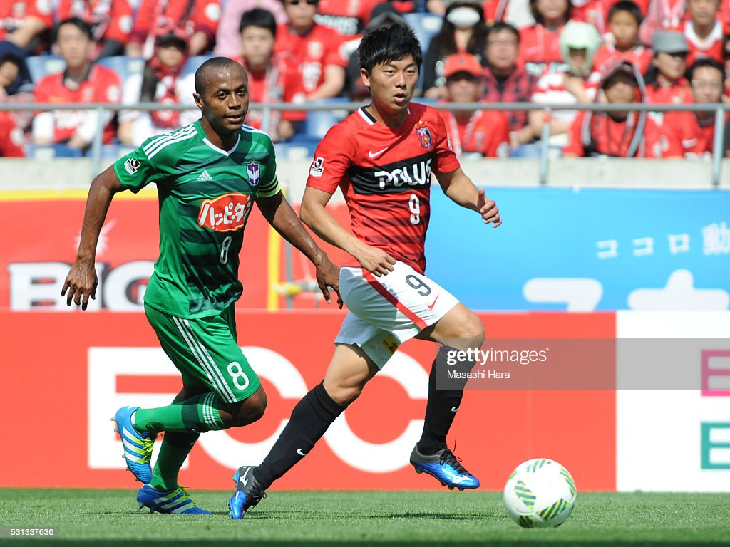 Yuki Muto #9 of Urawa Red Diamonds in action during the J.League match between Urawa Red Diamonds and Albirex Nigata at the Saitama stadium on May 14, 2016 in Saitama, Japan.
