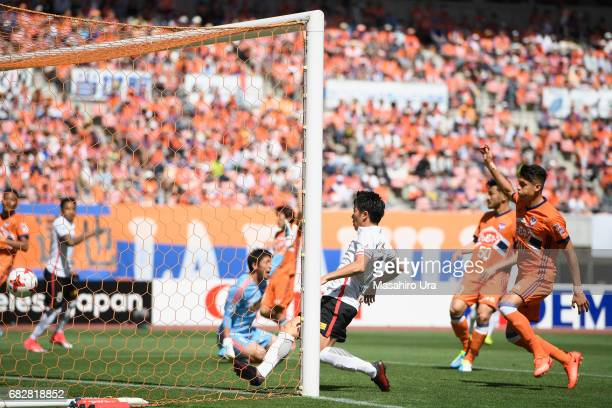 Yuki Muto of Urawa Red Diamonds scores his side's first goal during the JLeague J1 match between Albirex Niigata and Urawa Red Diamonds at Denka Big...