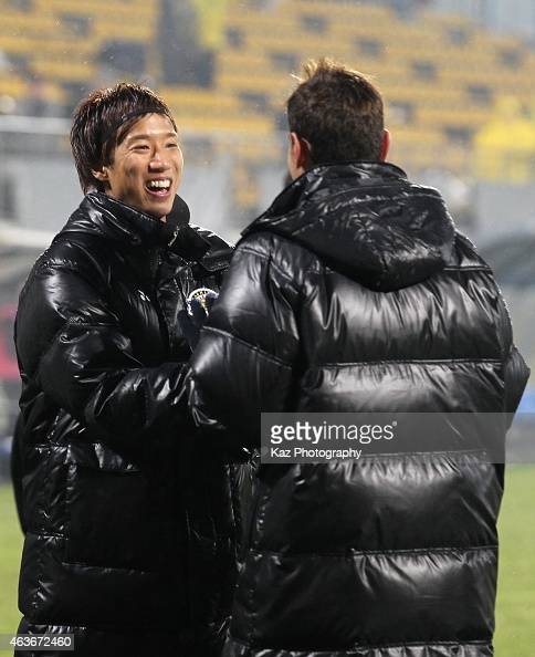 Yuki Otsu of Kashiwa Reysol celebrates his team's 32 win in the AFC Champions League playoff match between Kashiwa Reysol and Chonburi FC at Hitachi...