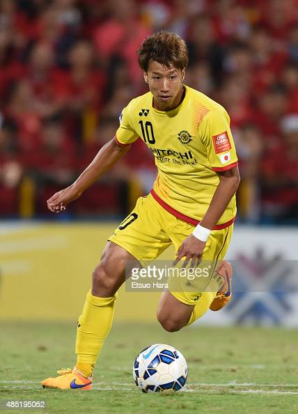 Yuki Otsu of Kashiwa Reysol in action during the AFC Champions League quarter final first leg match between Kashiwa Reysol and Guangzhou Evergrande...