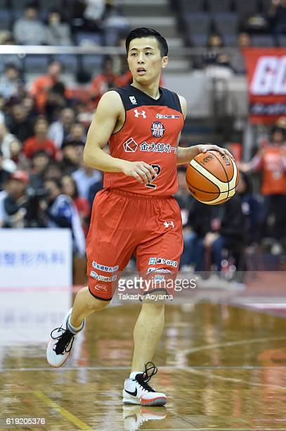 Yuki Togashi of the Chiba Jets dribbles the ball during the B League match between Chiba Jets and Alvark Tokyo at the Funabashi Arena on October 30...
