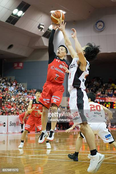 Yuki Togashi of the Chiba Jets tries to shoot under pressure from Fumio Nishimura of the Osaka Evessa during the B League game between Chiba Jets and...