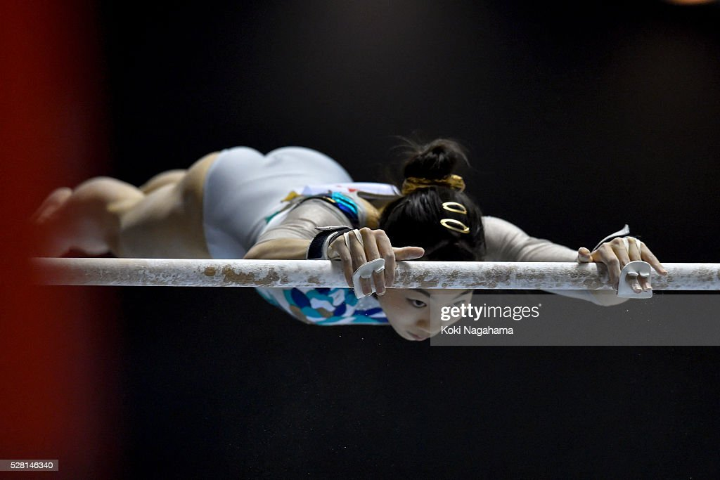 <a gi-track='captionPersonalityLinkClicked' href=/galleries/search?phrase=Yuki+Uchiyama+-+Ginnasta&family=editorial&specificpeople=15150260 ng-click='$event.stopPropagation()'>Yuki Uchiyama</a> competes in the Uneven Parallel Bars during the Artistic Gymnastics NHK Trophy at Yoyogi National Gymnasium on May 4, 2016 in Tokyo, Japan.