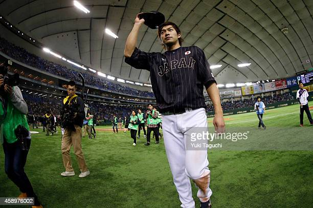 Yuki Yanagita of Samurai Japan acknowledges the crowd after defeating the MLB AllStars at the Tokyo Dome during the Japan AllStar Series on Friday...
