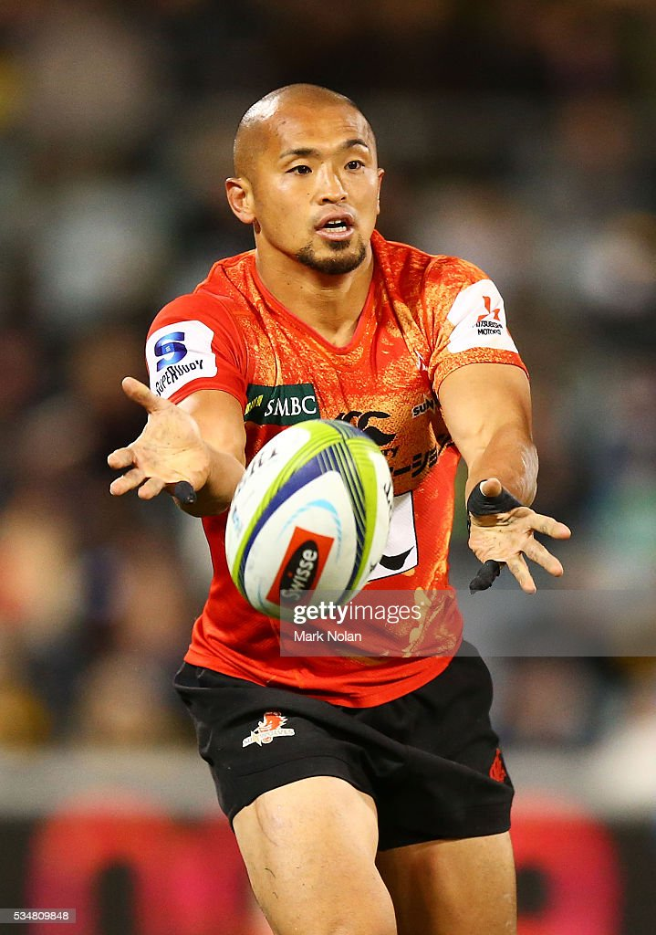 <a gi-track='captionPersonalityLinkClicked' href=/galleries/search?phrase=Yuki+Yatomi&family=editorial&specificpeople=4284408 ng-click='$event.stopPropagation()'>Yuki Yatomi</a> of the Sunwolves passes during the round 14 Super Rugby match between the Brumbies and the Sunwolves at GIO Stadium on May 28, 2016 in Canberra, Australia.