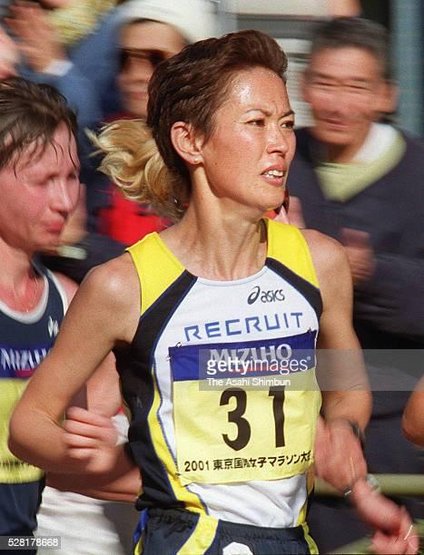 Yuko Arimori of Japan competes during the Tokyo International Women's Marathon on November 18 2001 in Tokyo Japan