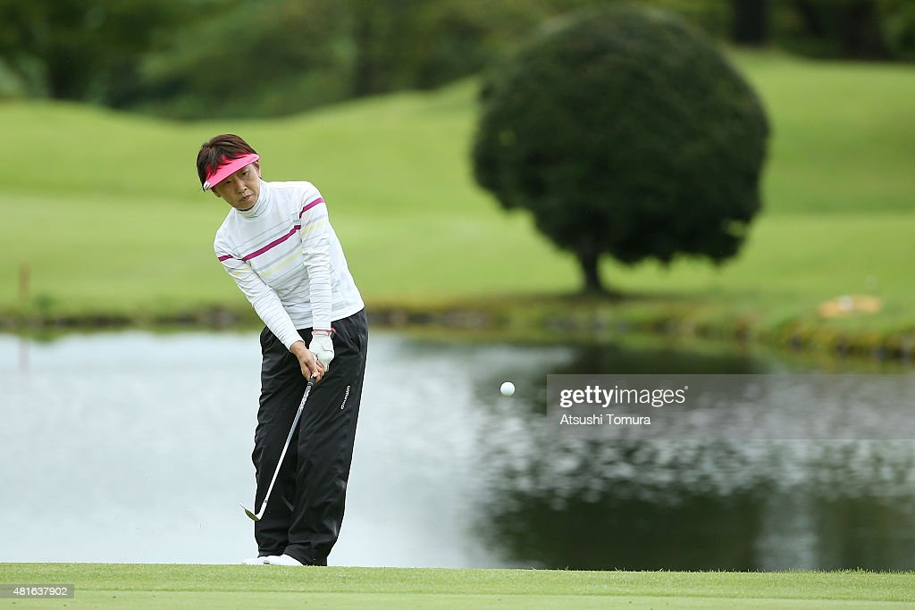 Moriguchi Japan  city photo : Yuko Moriguchi of Japan chips onto the 18th green during the first ...
