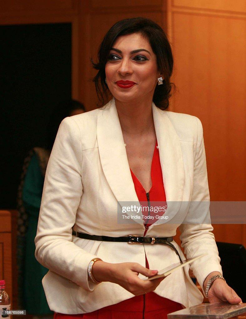 Yukta Mookhey at the launch of Dr. Rakesh Sinha's DVD in Mumbai on 14th May, 2013.