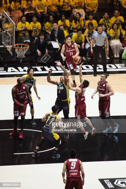 Yuma Fujii of the Kawasaki Brave Thunders tries to shoot under pressure from Jeff Gibbs of the Tochigi Brex during the B League final match between...