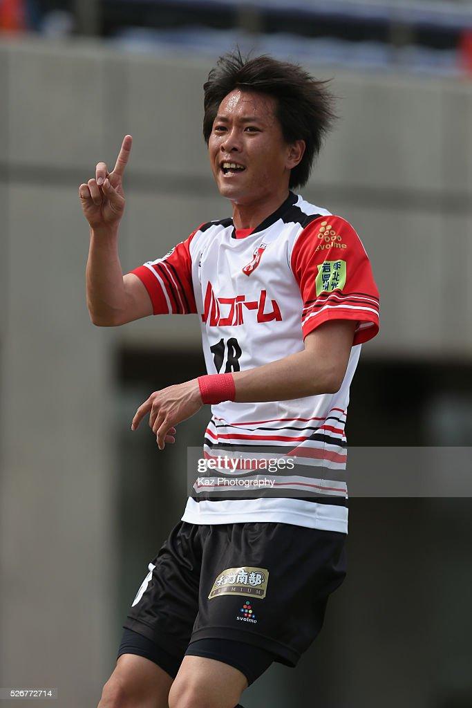 Yuma Takahashi of Grulla Morioka in action during the J.League third division match between Fujieda MYFC and Grulla Morioka at the Fujieda Stadium on May 1, 2016 in Fujieda, Shizuoka, Japan.