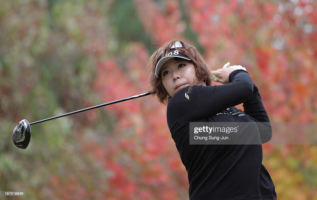 Yumiko Yoshida of Japan hits a tee shot during the final round of the Mizuno Classic at Kintetsu Kashikojima Country Club on November 10, 2013 in Shima, Japan.