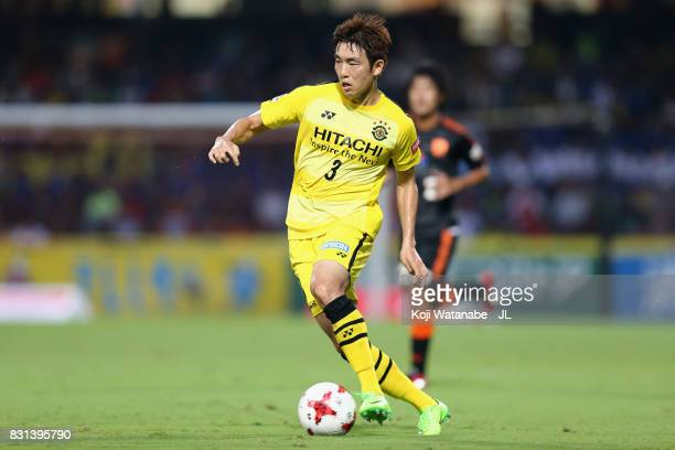 Yun Suk Young of Kashiwa Reysol in action during the JLeague J1 match between Shimizu SPulse and Kashiwa Reysol at IAI Stadium Nihondaira on August...