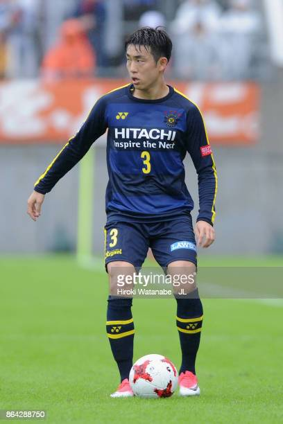 Yun Suk Young of Kashiwa Reysol in action during the JLeague J1 match between Omiya Ardija and Kashiwa Reysol at NACK 5 Stadium Omiya on October 21...