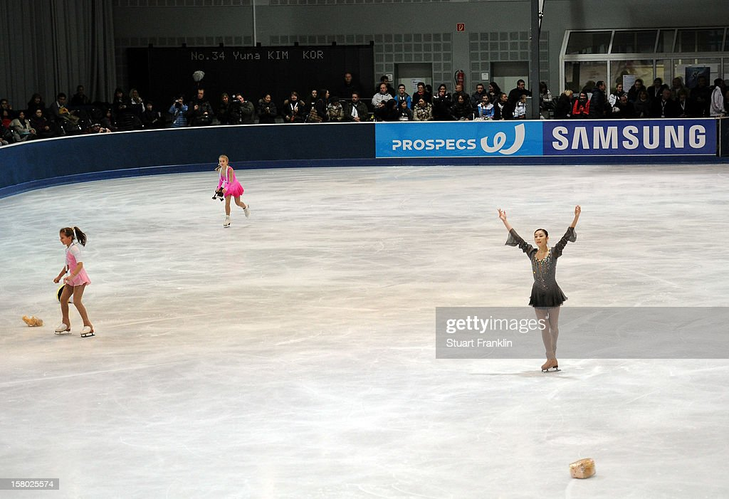 Yuna Kim of Korea celebrates after winning the senior ladies freestyle section of the NRW trophy at Eissportzentrum on December 9, 2012 in Dortmund, Germany.