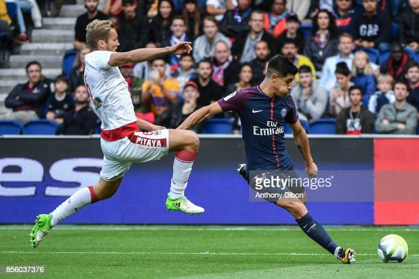 Yuri Berchiche of PSG during the Ligue 1 match between Paris Saint Germain and FC Girondins de Bordeaux at Parc des Princes on September 30 2017 in...