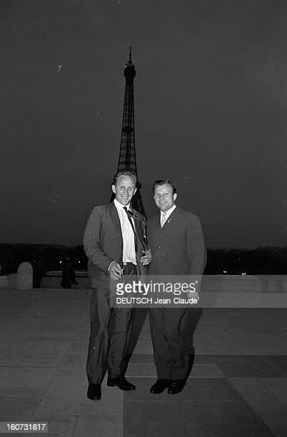 Yuri Gagarine At The 26th Bourget Paris Air Show Bourget 10 juin 1965 Visite de Youri GAGARINE au 26e Salon de l'aéronautique du Bourget posant...