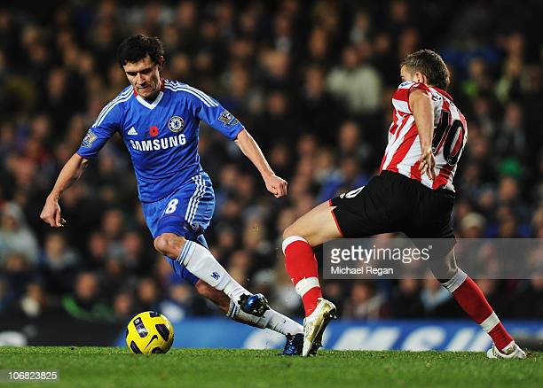 Yuriy Zhirkov of Chelsea evades Jordan Henderson of Sunderland during the Barclays Premier League match between Chelsea and Sunderland at Stamford...