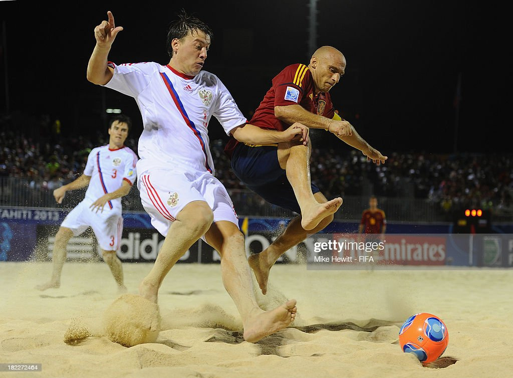 Yury Krasheninnikov of Russia challenges Nico of Spain during the FIFA Beach Soccer World Cup Tahiti 2013 Final between Spain and Russia at the Tahua To'ata Stadium on September 28, 2013 in Papeete, French Polynesia.