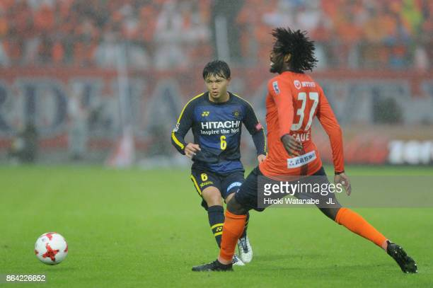 Yusuke Kobayashi of Kashiwa Reysol takes on Caue of Omiya Ardija during the JLeague J1 match between Omiya Ardija and Kashiwa Reysol at NACK 5...