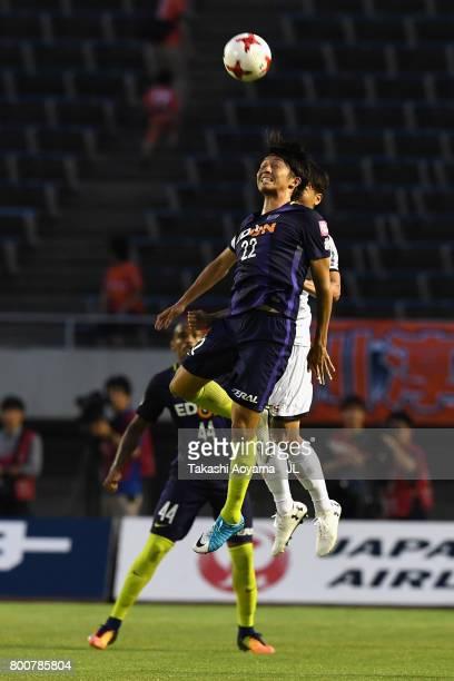 Yusuke Minagawa of Sanfrecce Hiroshima heads the ball during the JLeague J1 match between Sanfrecce Hiroshima and Omiya Ardija at Edion Stadium on...
