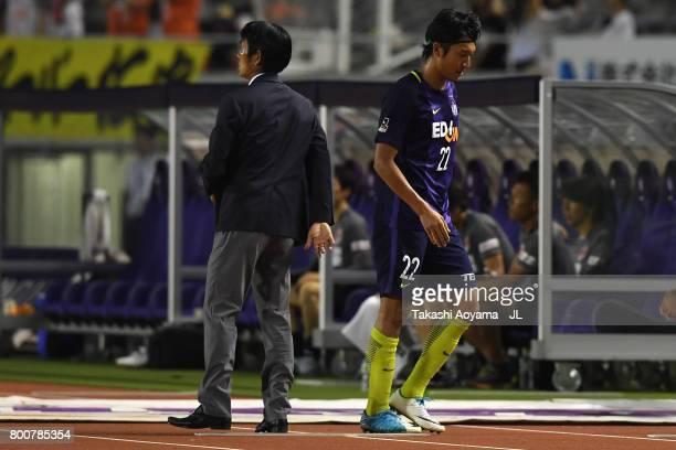 Yusuke Minagawa of Sanfrecce Hiroshima walks past head coach Hajime Moriyasu after substituted during the JLeague J1 match between Sanfrecce...