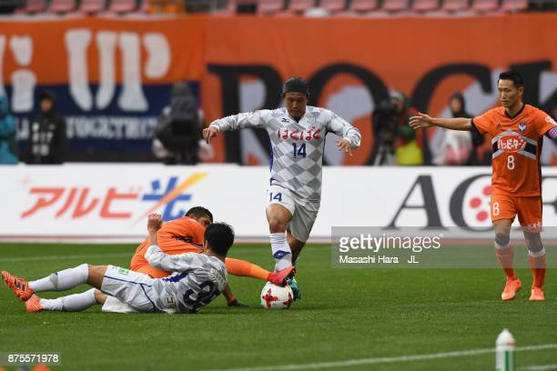 Yusuke Tanaka of Ventforet Kofu and Rony of Albirex Niigata compete for the ball during the JLeague J1 match between Albirex Niigata and Ventforet...