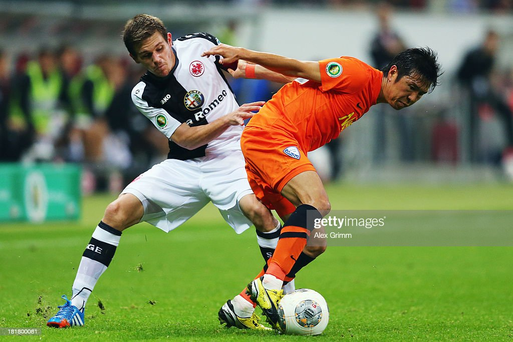 <a gi-track='captionPersonalityLinkClicked' href=/galleries/search?phrase=Yusuke+Tasaka&family=editorial&specificpeople=6827738 ng-click='$event.stopPropagation()'>Yusuke Tasaka</a> (front) of Bochum is challenged by <a gi-track='captionPersonalityLinkClicked' href=/galleries/search?phrase=Sebastian+Jung&family=editorial&specificpeople=4645123 ng-click='$event.stopPropagation()'>Sebastian Jung</a> of Frankfurt during the DFB Cup second round match between Eintracht Frankfurt and VfL Bochum at Commerzbank-Arena on September 25, 2013 in Frankfurt am Main, Germany.