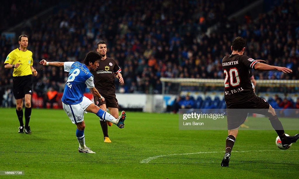 Yusuke Tasaka of Bochum scores his teams third goal during the Second Bundesliga match betweeen VfL Bochum and FC St Pauli at Rewirpower Stadium on...