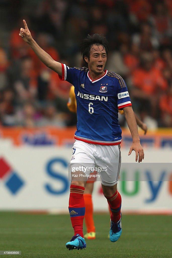 Yuta Mikado of Yokohama F.Marinos celebrates scoring his team's first goal during the J.League match between Shimizu S-Pulse and Yokohama F.Marinos at IAI Stadium Nihondaira on May 16, 2015 in Shizuoka, Japan.