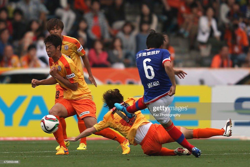 Yuta Mikado of Yokohama F.Marinos scores his team's first goal during the J.League match between Shimizu S-Pulse and Yokohama F.Marinos at IAI Stadium Nihondaira on May 16, 2015 in Shizuoka, Japan.