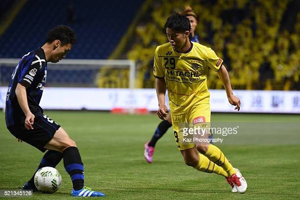 Yuta Nakayama of Kashiwa Reysol beats Oh Jae Suk of Gamba Osaka during the JLeague match between Gamba Osaka and Kashiwa Reysol at the Suita City...