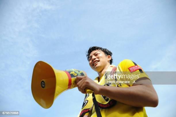 Yuta Nakayama of Kashiwa Reysol celebrates his side's 10 victory with supporters after the JLeague J1 match between Kashiwa Reysol and Cerezo Osaka...