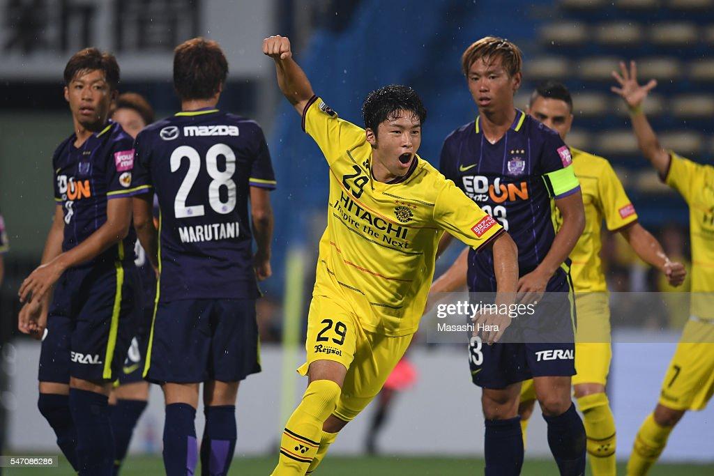 Kashiwa Reysol v Sanfrecce Hiroshima - J.League