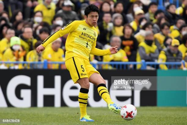 Yuta Nakayama of Kashiwa Reysol in action during the JLeague J1 match between Kashiwa Reysol and Gamba Osaka at Hitachi Kashiwa Soccer Stadium on...