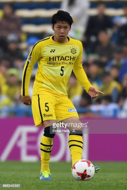 Yuta Nakayama of Kashiwa Reysol in action during the JLeague J1 match between Kashiwa Reysol and Shimizu SPulse at Hitachi Kashiwa Soccer Stadium on...