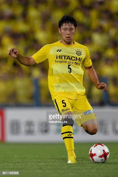 Yuta Nakayama of Kashiwa Reysol in action during the JLeague J1 match between Kashiwa Reysol and Consadole Sapporo at Hitachi Kashiwa Soccer Stadium...