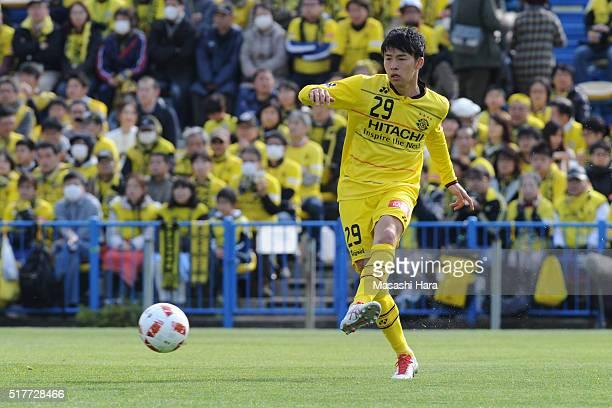 Yuta Nakayama of Kashiwa Reysol in action during the JLeague Yamazaki Nabisco Cup match between Kashiwa Reysol and Vegalta Sendai at the Hitachi...