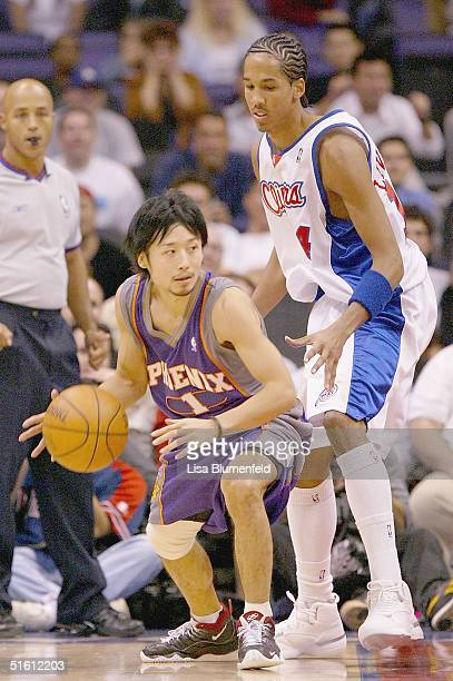 Yuta Tabuse of the Phoenix Suns looks to pass under pressure from Shaun Livingston of the Los Angeles Clippers during a preseason game on October 28...