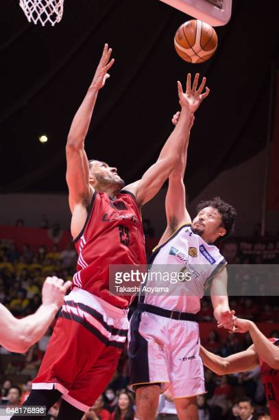 Yuta Tabuse of the Tochigi Brex contests a rebound with Jeff Ayres of the Alvark Tokyo during the B League game between Alvark Tokyo and Tochigi Brex...